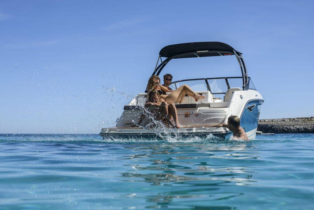Sea Ray 250 SLX popa