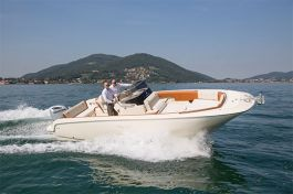 barcos-Invictus-Yacht-270-FX(1)