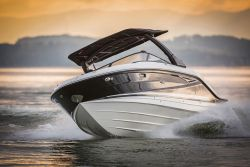 Sea Ray SLX series